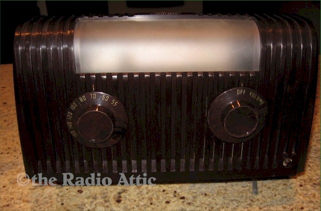 "Mitchell 1261 ""Lullaby"" Bed Lamp Radio (1949)"