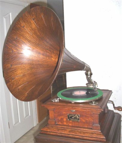 Victor V Phonograph (1921)