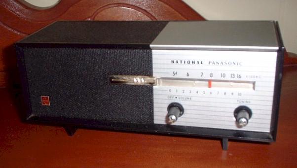"""Panasonic R-8 """"Hideaway"""" Transistor"""