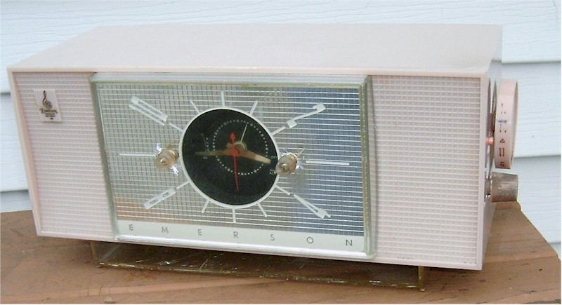 Emerson 826 Clock Radio (1955)