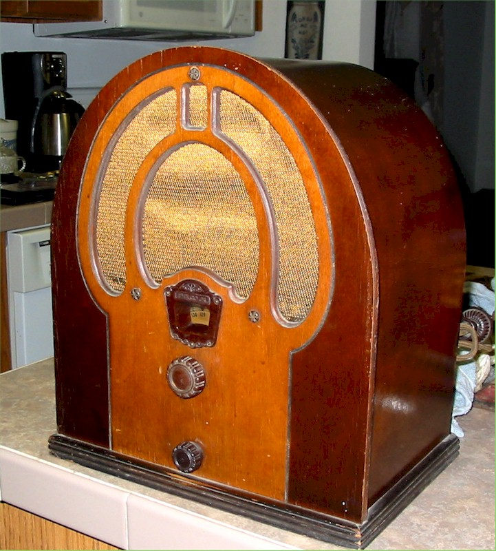 Philco 80 Junior Cathedral (1932)