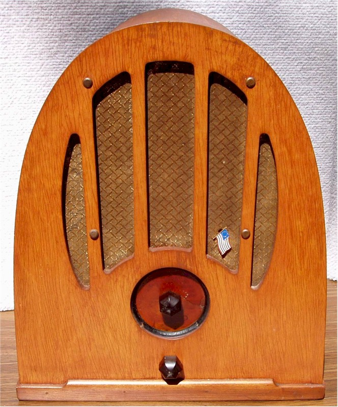 Philco 37-84 Cathedral (1937)