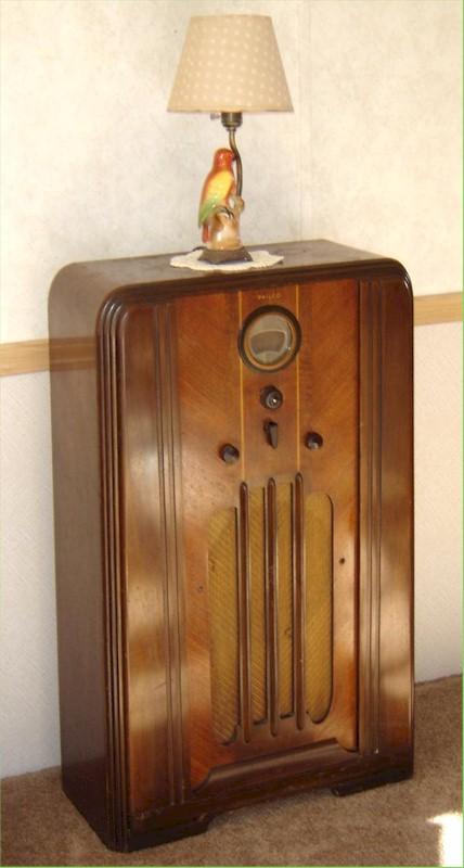 Philco 37-620 Consolette