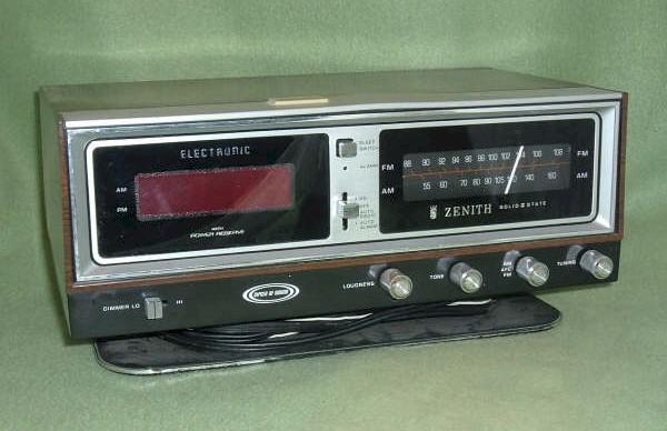 Zenith Circle of Sound Electric Clock Radio