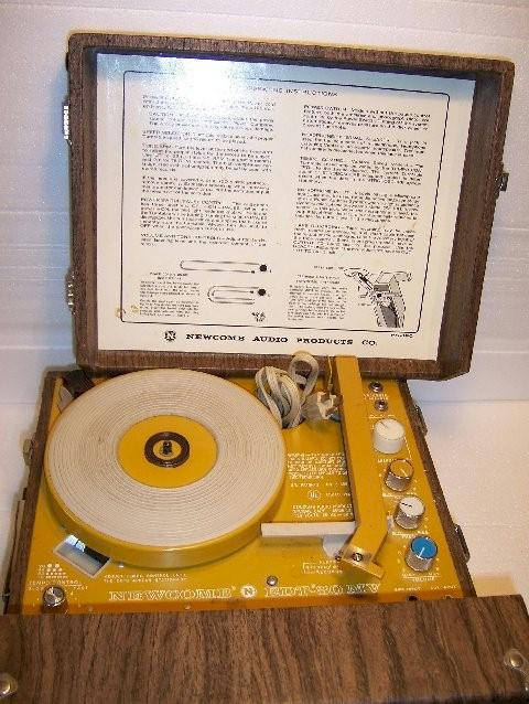 Newcomb EDT-30MV Portable Record Player