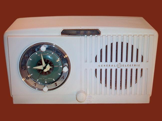 General Electric 518 Clock Radio (1951)