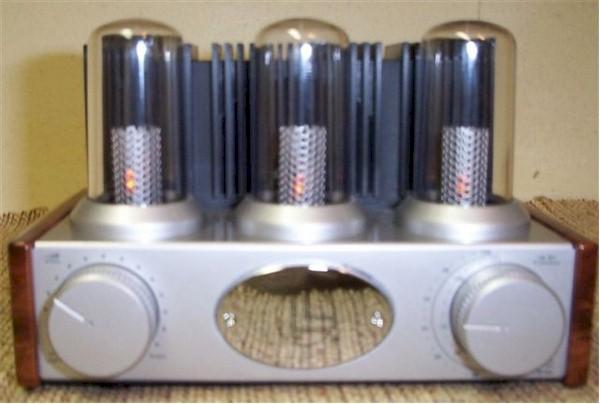 Nostalgic Vacuum Tube Am Fm Radio Sold Item Number