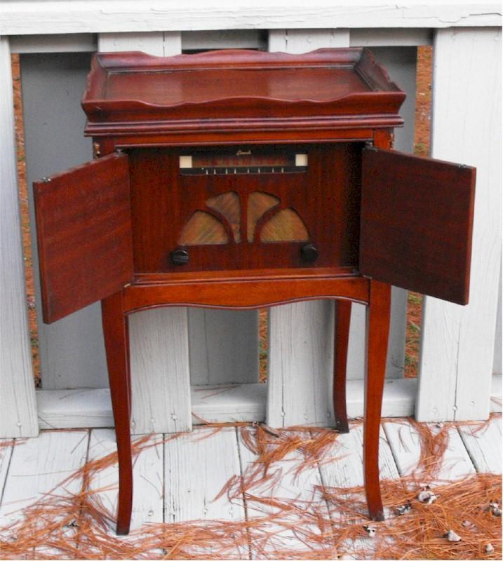 Cromwell Table Radio