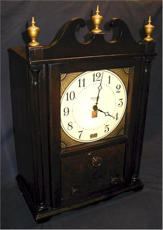 "Philco 551 ""Colonial"" Mantle Clock/Radio (1932)"