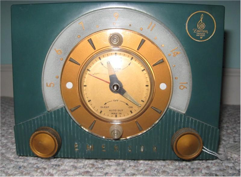 Emerson 724 Clock Radio (1953)