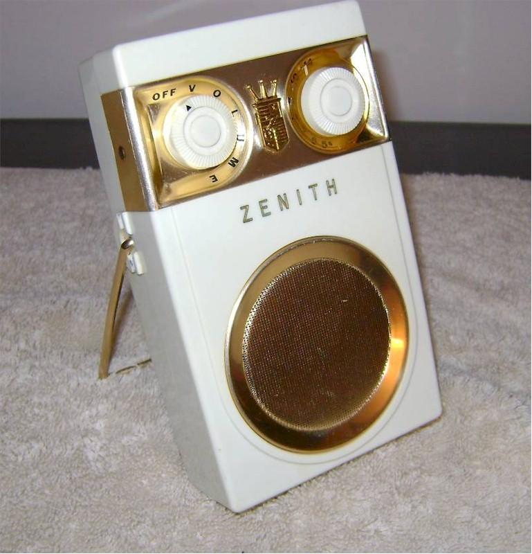 Zenith Royal 500B with Raytheon Chassis (1957)