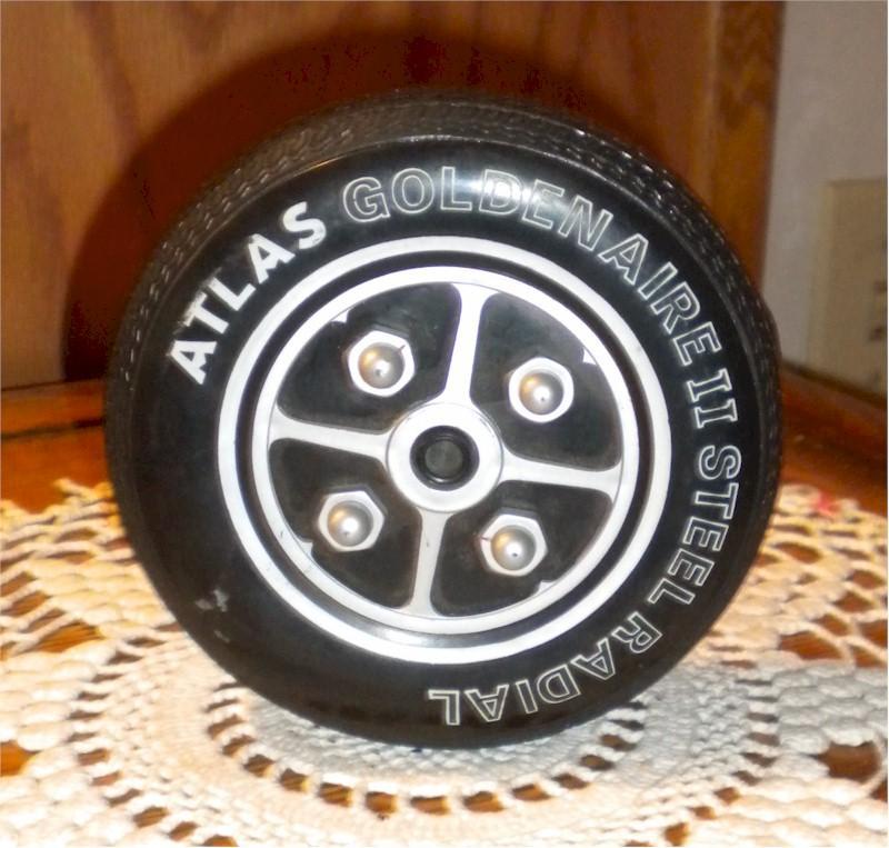 Atlas Goldanaire II Steel Tire Radio