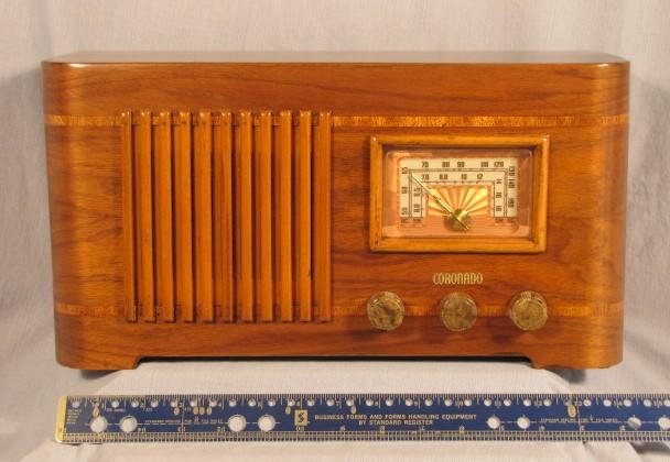 Coronado Table Radio (mid-1940s)