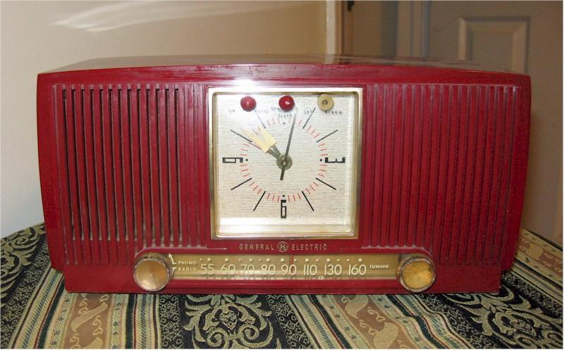 General Electric 674 Clock Radio (1955)