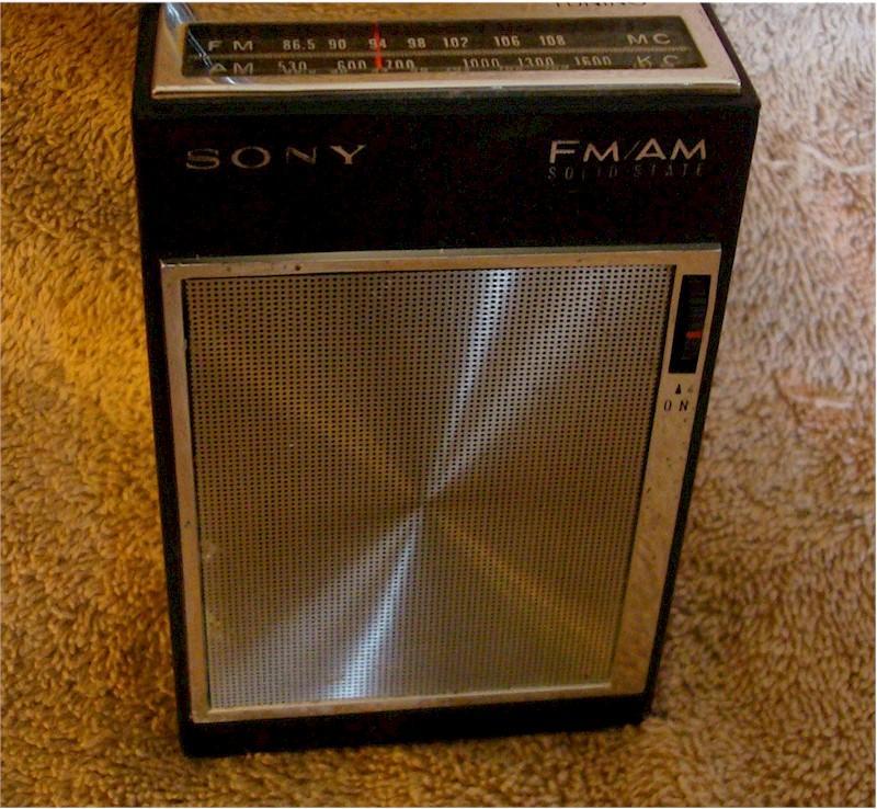 Sony 3F-61W AM/FM Pocket Transistor (1967)