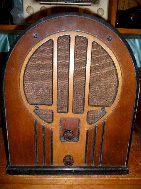 Philco 84 Cathedral (1934)
