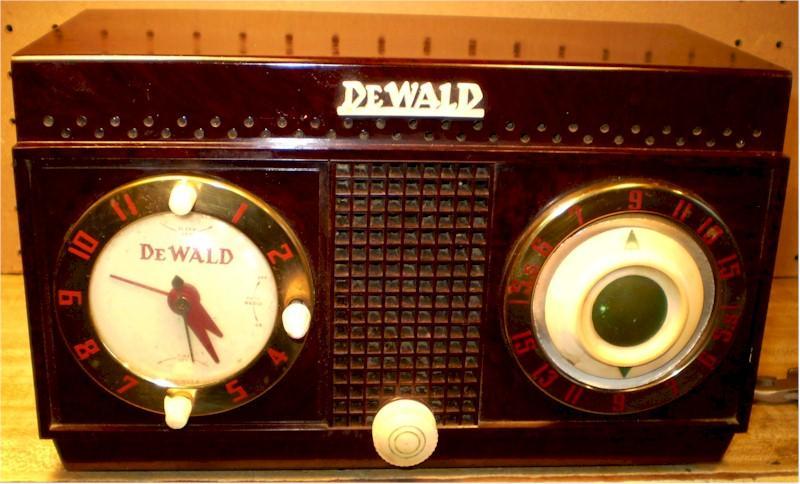 DeWald H528 Clock Radio (1954)