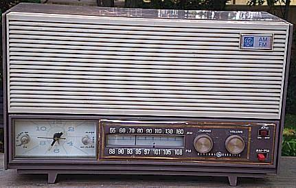 General Electric C-5308 Clock Radio (1955)