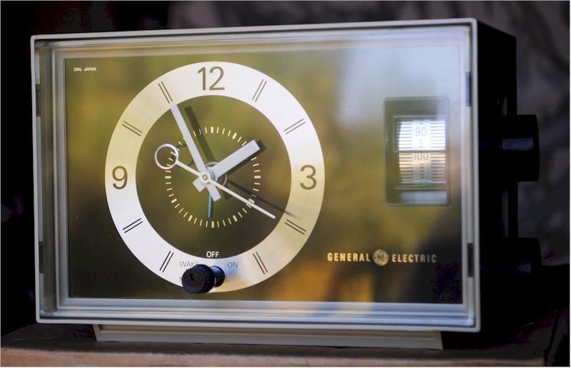 General Electric C1400 Clock Radio