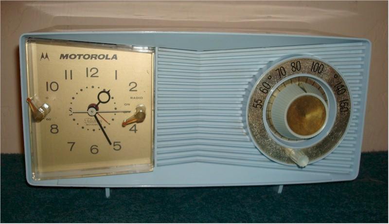 Motorola C2B3 Clock Radio (1959)