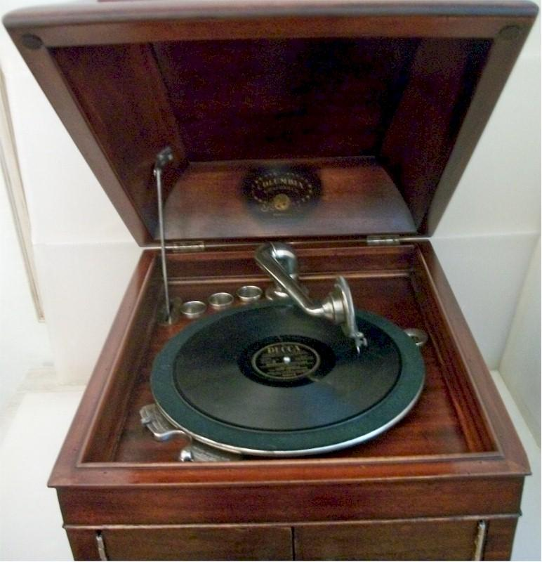 Columbia Windup Phonograph