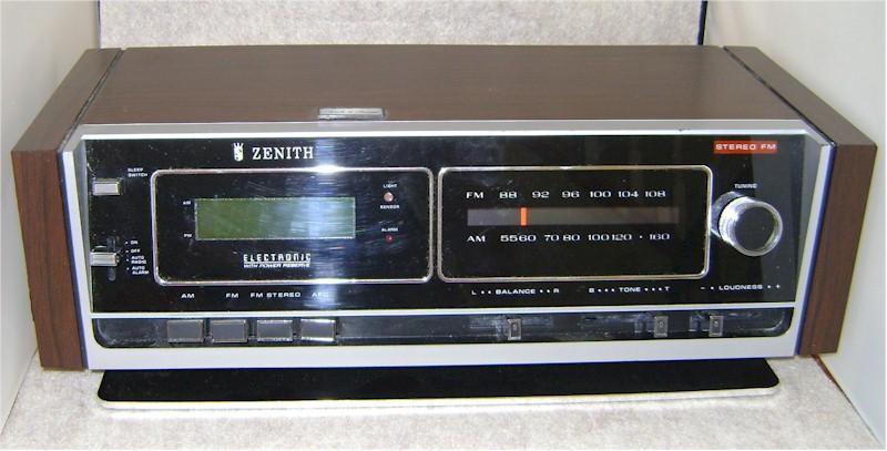 Vintage 1990s Zenith AM/FM Clock Radio ZG120W - YouTube |Zenith Clock Radio