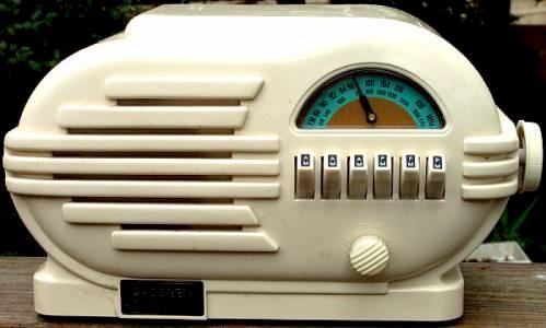 Crosley Replica Radio by Thomas