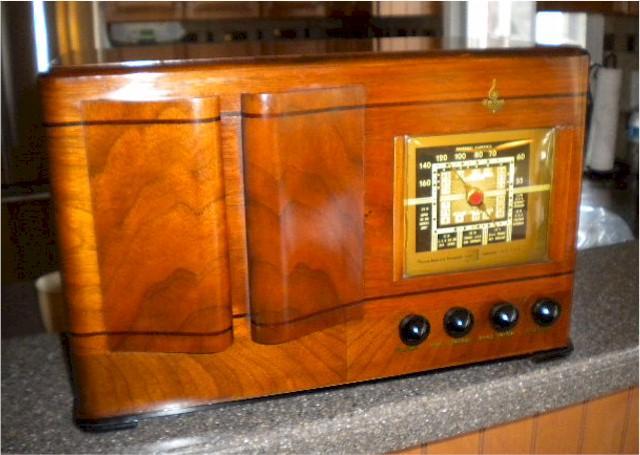Emerson DX-356 w/Ingraham Cabinet (1941)