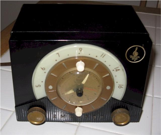 Emerson 724B Clock Radio (1953)