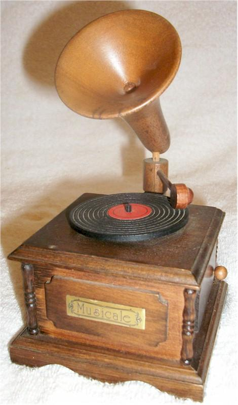 Musicale Phonograph Music Box