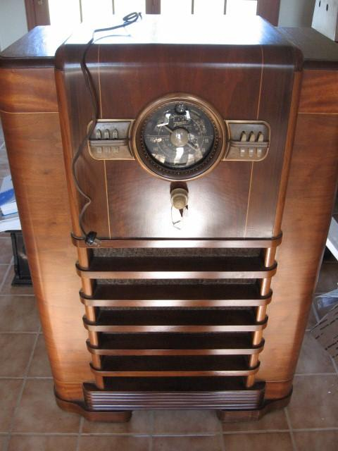 Zenith 10-S-464 Console with RCA Jack Modification (1940)
