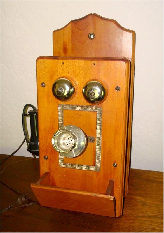 Master's Art Telephone Radio (1950s)