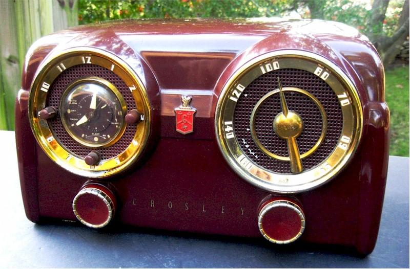 Crosley D-25-MN Clock Radio (1953)