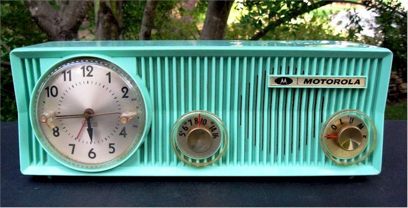 Motorola 57CS Clock Radio (1957)