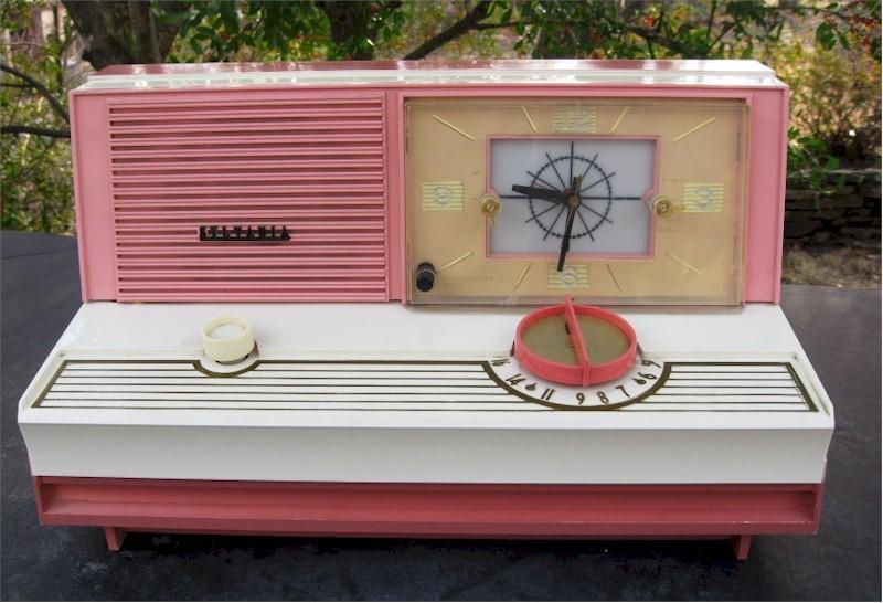 Sylvania 5C12 Clock Radio (1960)