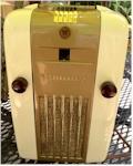 """Westinghouse H-126 """"Refrigerator Radio"""" (1946)"""