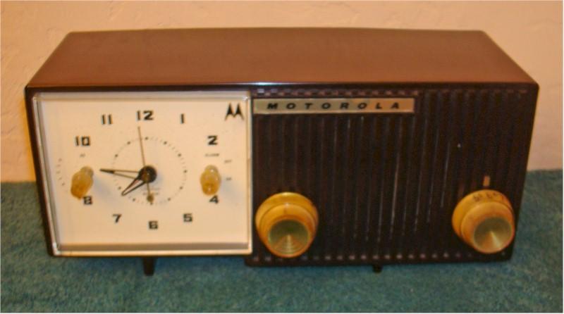 Motorola 5C12M Clock Radio (1959)