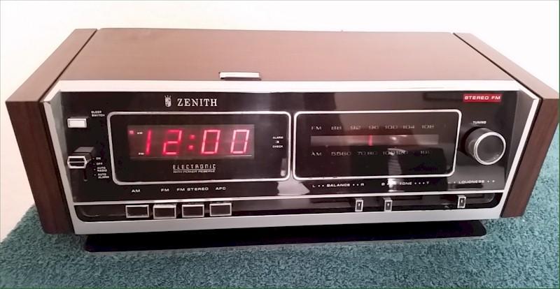 Zenith H480W Clock Radio (1970s)