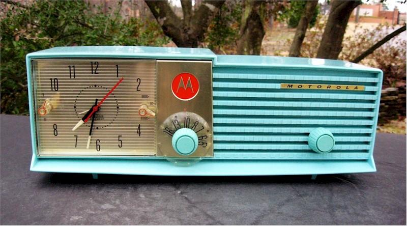 Motorola 57-CD-4A Clock Radio (1957)