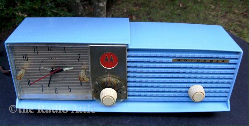 Motorola 57-CD-3A Clock Radio (1957)