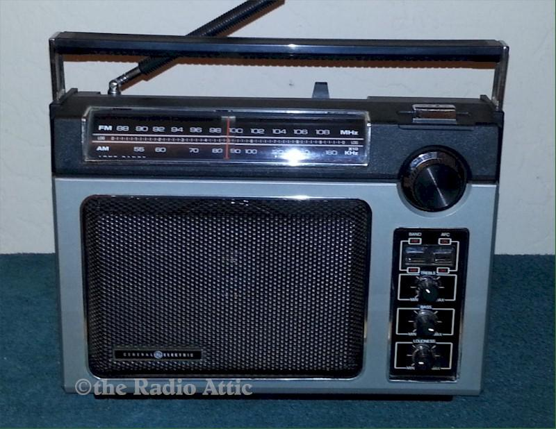 "General Electric 7-2880B ""Super Radio"" (1979)"