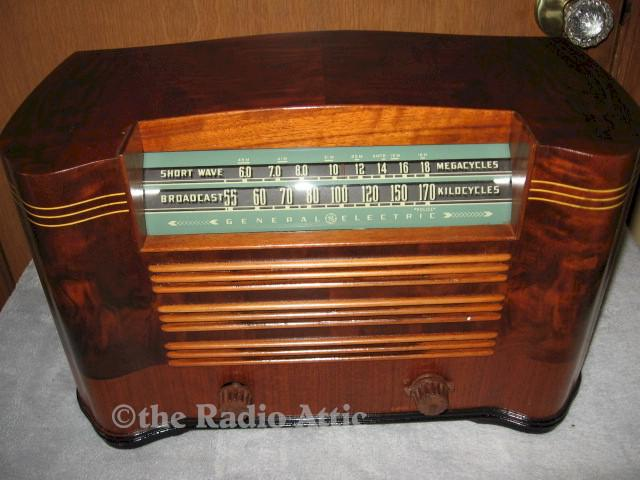 General Electric L633 w/Ingraham Cabinet (1942)