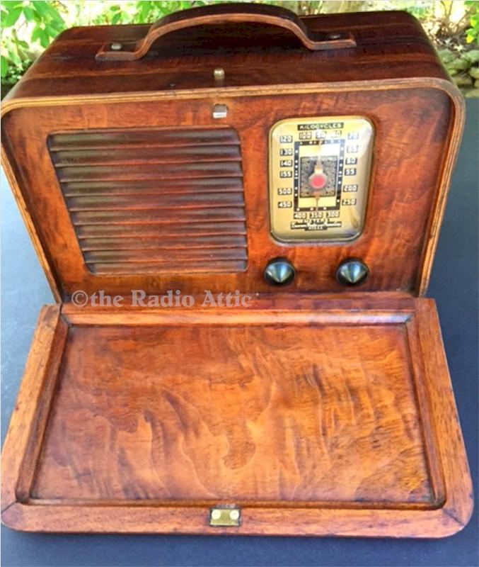 Emerson DB-314 Portable w/Ingraham Cabinet (1939)