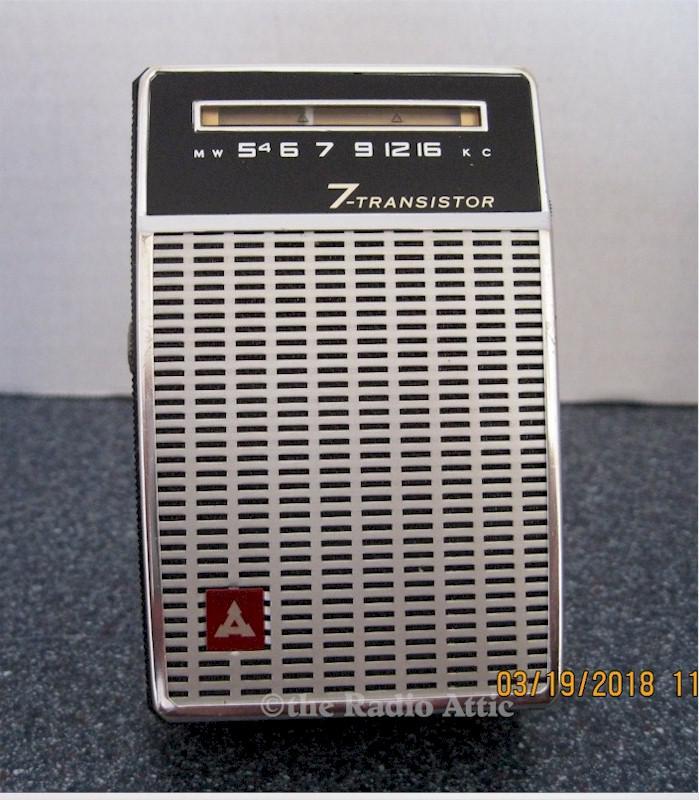 Matsushita T-7 Pocket Transistor Radio (1962)