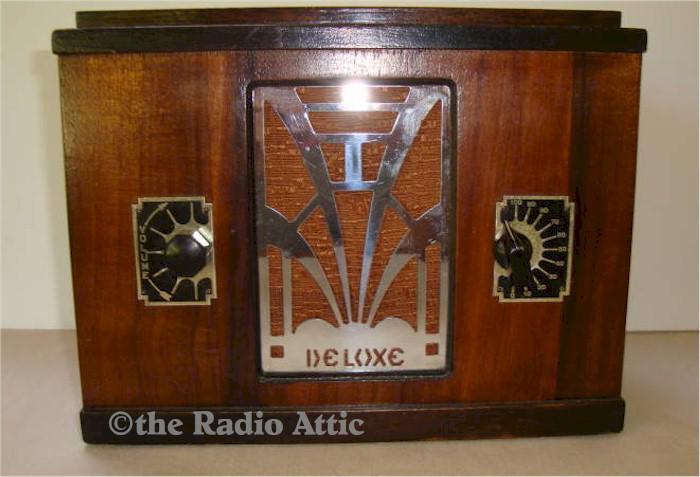 Deluxe Mantle Radio (1930s)