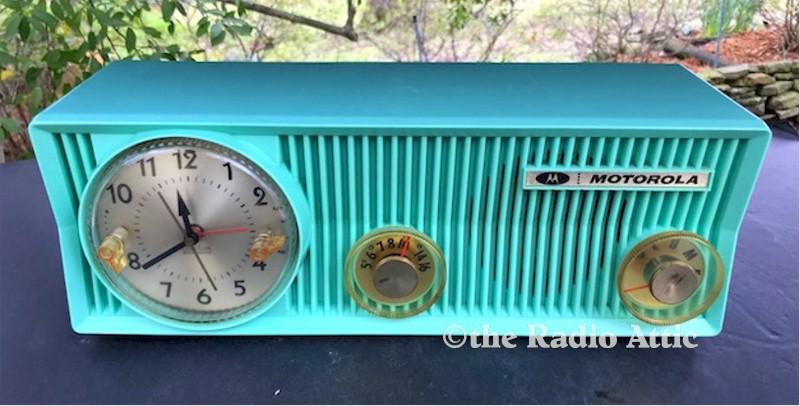 Motorola 57CS-4A Clock Radio (1957)