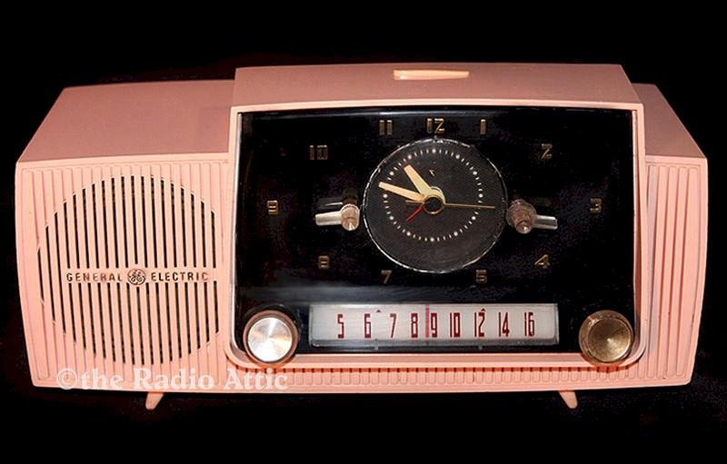 General Electric C-416C Clock Radio (1958)