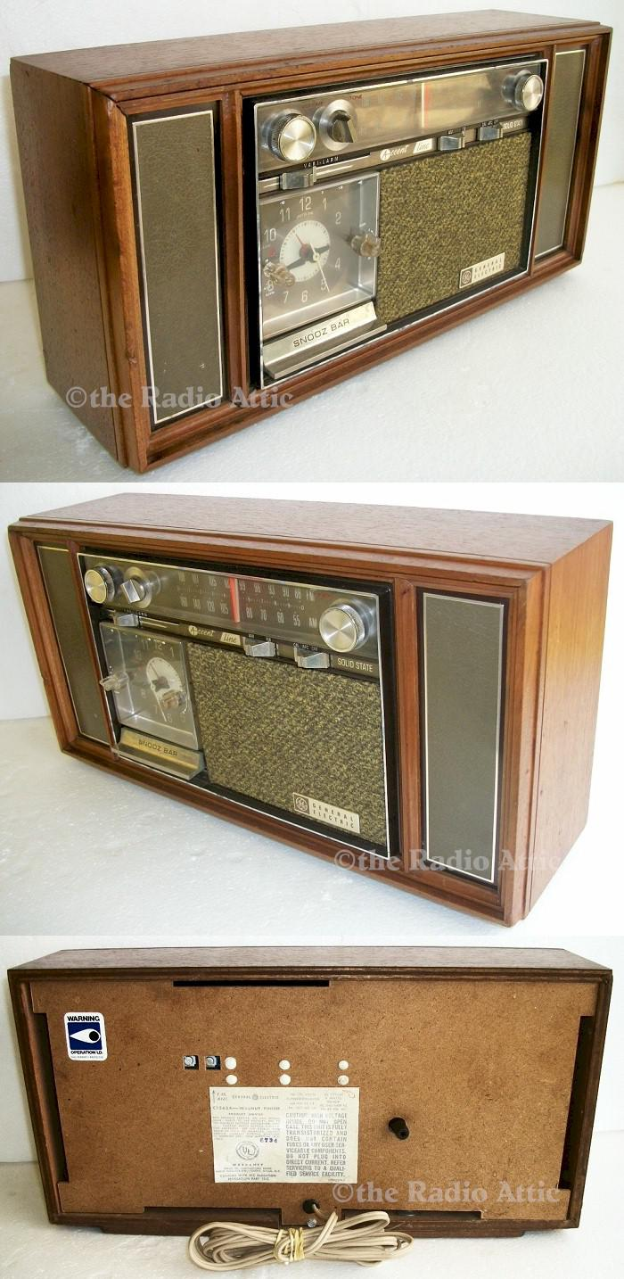 General Electric C-1565A AM/FM Clock Radio (1967)