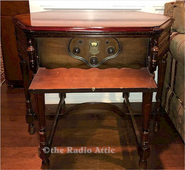 "Atwater Kent 55 ""Kiel Table Radio"" (1929)"