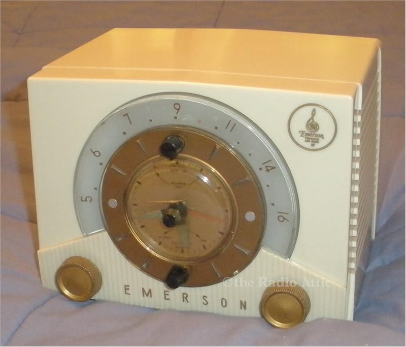 Emerson 724 Series D Clock Radio (1953)